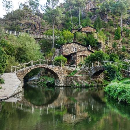 Paisagem da aldeia de Foz D'Égua, em Piódão na rota das aldeias históricas de Portugal