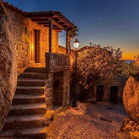 Casa de tradicional de pedra. Tour Aldeias Históricas em Portugal