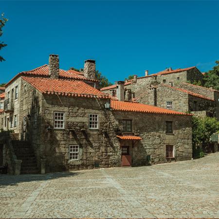 Casa de pedra da cidade medieval dentro do castelo da aldeia histórica de Sortelha, no concelho do Sabugal, distrito da Guarda em Portugal