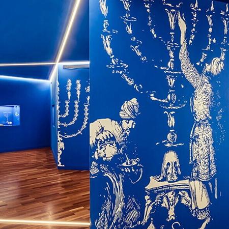 Sala de exposição sobre o Judaísmo do Museu da Serra da Estrela